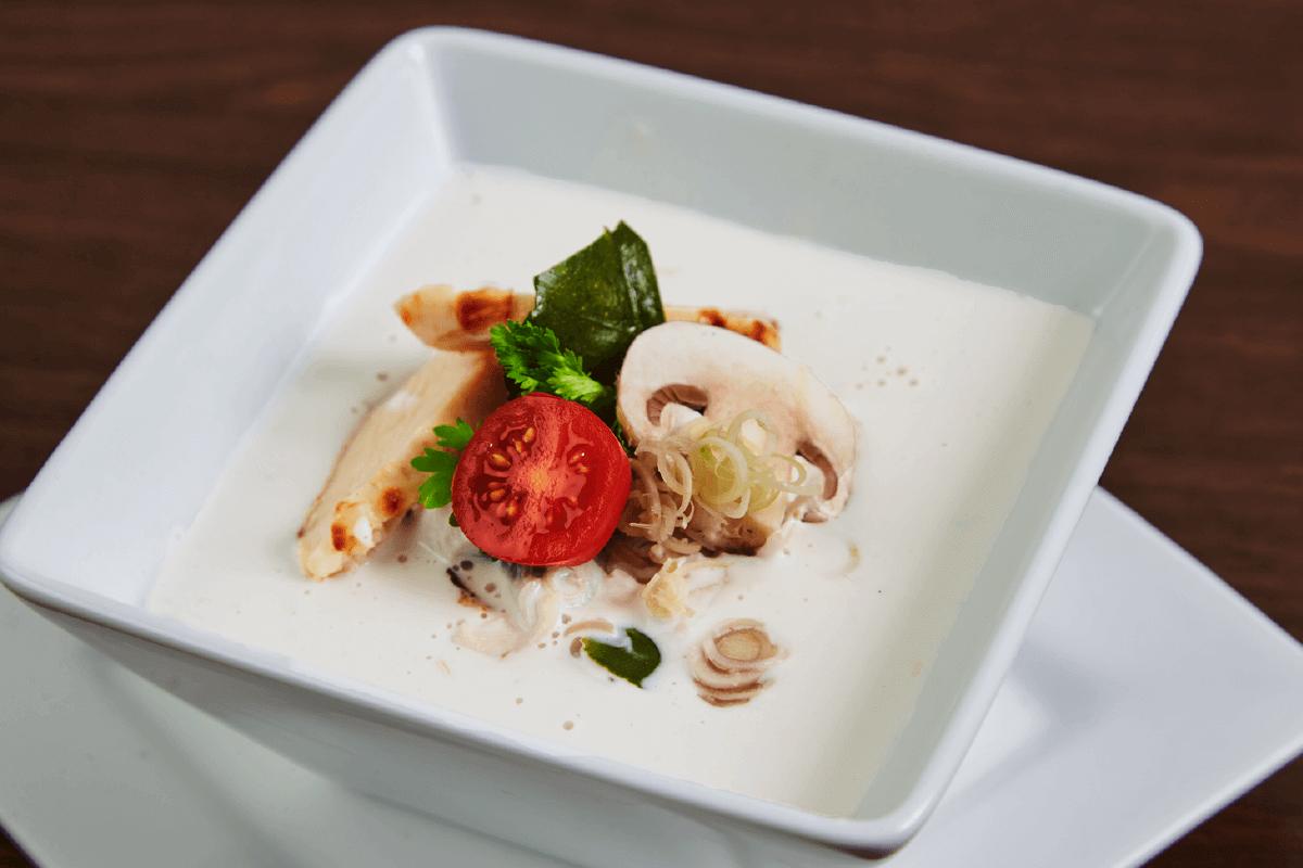 Soupe au poulet et noix de coco